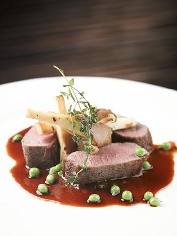 Roger marti executive chef grand hyatt dubai for Lamb jus